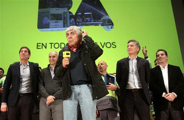 Moyano, en campaña: elogios y gestos de apoyo a Macri