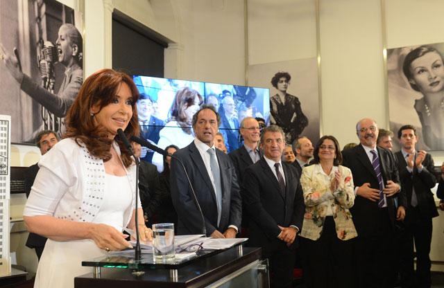 Cristina felicitó a Manzur y pidió a la oposición que no denuncie más fraude