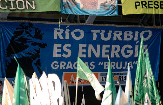 """Río Turbio es energía Gracias """"Bruja"""" con la firma de Matías Mazú - Foto: OPI Santa Cruz/Francisco Muñoz"""