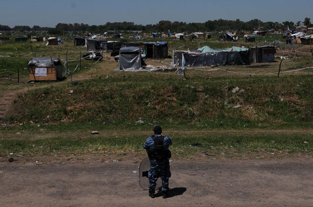 Merlo: censan a los ocupantes y prohíben armar casillas