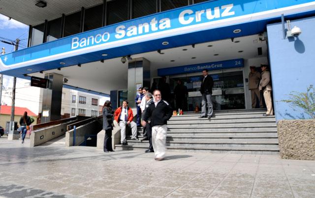 El Banco Santa Cruz salió a deslindar responsabilidades sobre el movimiento de fondos