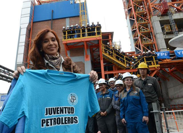 """Cristina se va con dos """"pagarés"""" de 11.100 millones de pesos y más gasto público"""