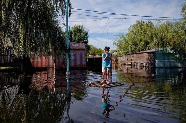 Se complica más la situación en el Litoral: alerta y lluvias en las zonas inundadas