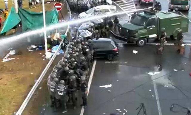 La Gendarmería desalojó a trabajadores de Cresta Roja que cortaban la Riccheri