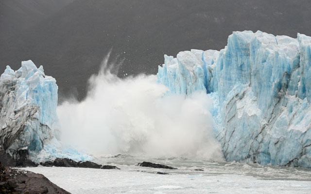 El momento del colapso del tunel en el Glaciar Perito Morena - Foto: OPI Santa Cruz/Francisco Muñoz
