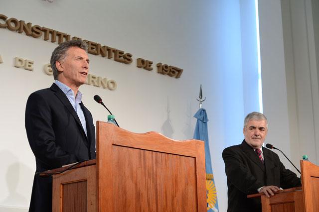 Macri llegó a Chubut con promesas de 4.400 millones, los petroleros no fueron de la partida y la UCR se enojó por el destrato