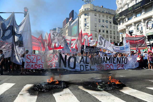 Reclamo por la situación de trabajadores de medios K - Foto: Maximiliano Luna