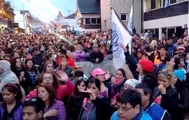 La gobernadora Bertone jaqueada por un conflicto generalizado en Tierra del Fuego