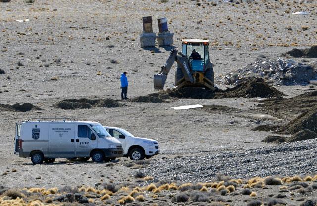El fiscal Marijuan sigue de cerca los trabajos en Cruz Aike - Foto: OPI Santa Cruz/Francisco Muñoz