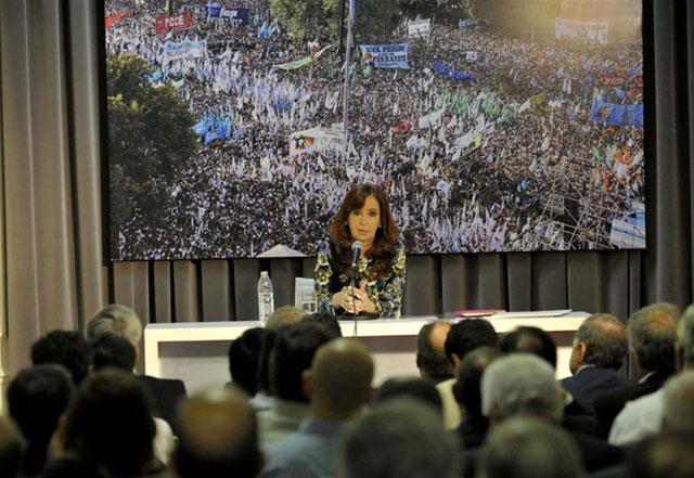 Cristina logró reunir a 51 intendentes bonaerenses
