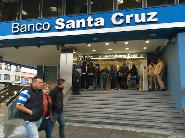 Allanan el Banco Santa Cruz por las cajas de la familia Kirchner. Encontraron una decena de cajas de seguridad
