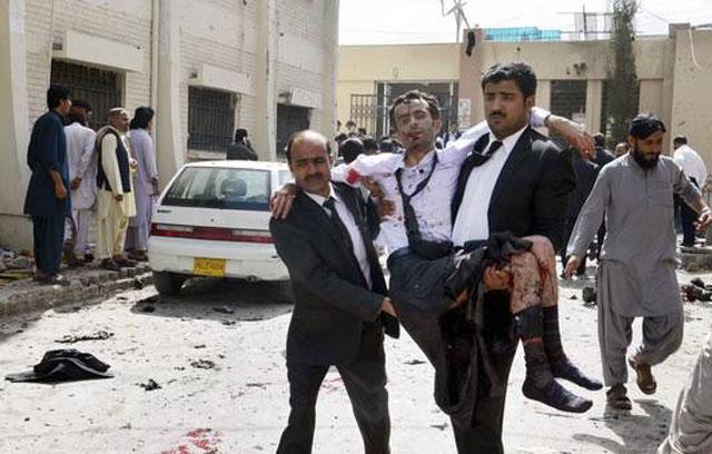 Horror en Pakistán: más de 50 muertos en un ataque contra abogados reunidos en un hospital