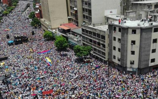 Venezuela: una histórica y masiva marcha opositora desafió a Maduro