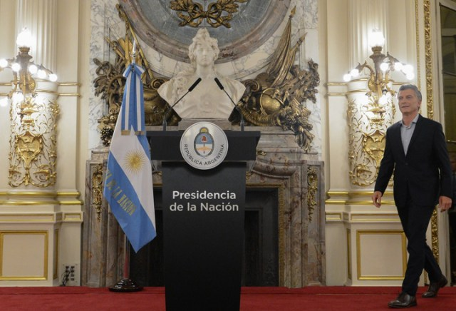 Macri dio marcha atrás con el cálculo de las jubilaciones y el acuerdo con el Correo
