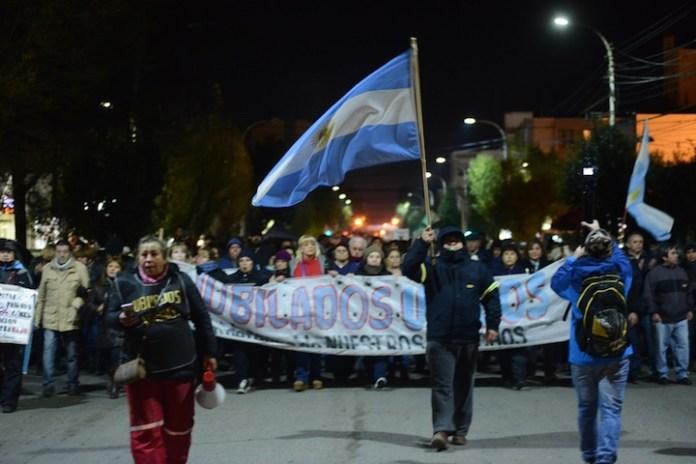 Marcha provincial a puro ruido y reclamo