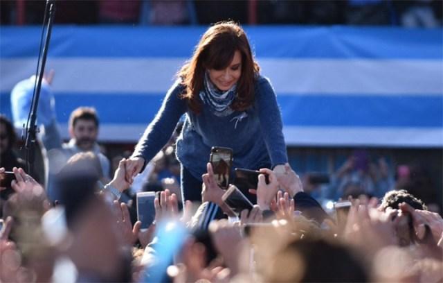 Cristina se probó el traje de candidata y llamó a ponerle límites al Gobierno