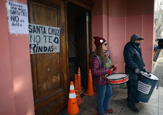 Santa Cruz a la deriva, candidatos enfrascados en su interna y el gobierno empantanado en las ayudas nacionales