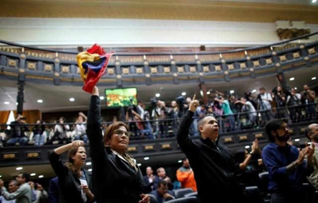 Ahora la oposición venezolana posterga para mañana la marcha contra la Constituyente