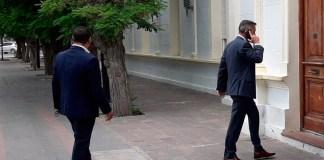 El gobernador Mariano Arcioni ingresa a la casa de gobierno -
