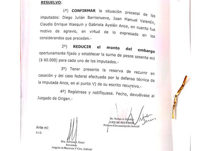 """Confirmaron el procesamiento de estatales que en el año 2017 protestaron frente a la residencia de la Gobernadora y CFK desde el interior hizo """"un reporte de daños"""""""