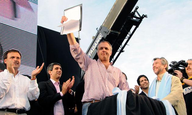 Martín Buzzi en el acto de Ramón Santo. Foto: OPI Santa Cruz/Francisco Muñoz