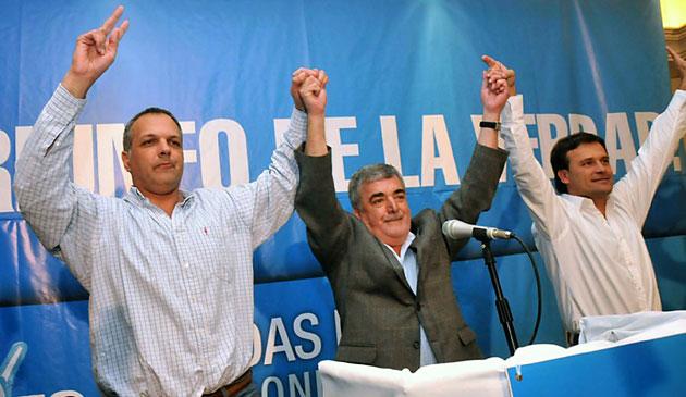 El actual gobernador Mario Das Neves junto al electo Martín Buzzi – Foto: Telam