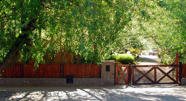 El frente de la residencia Los Sauces en El Calafate - Foto: OPI Santa Cruz/Francisco Muñoz