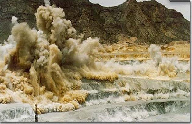Explosiones para rompero la piedra en megaminería - Foto: web