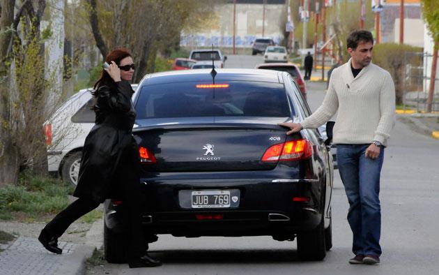 La Presidenta Cristina Fernández de Kirchner se retira de la casa Máximo Kirchner minutos después de las 16 horas – Foto: OPI Santa Cruz/Francisco Muñoz