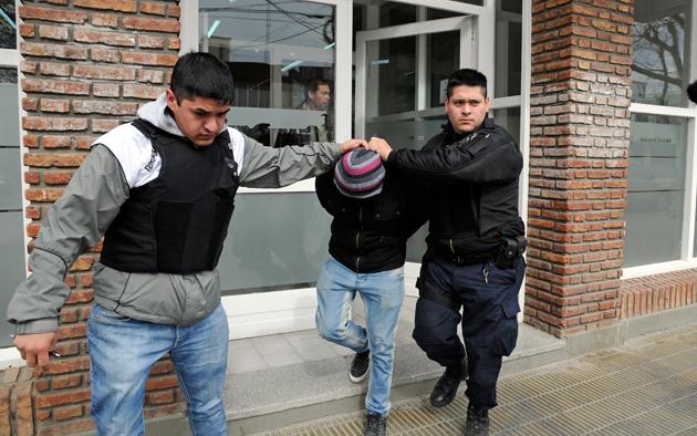Un detenido en el Ministerio de Salud de la provincia en la calle Perito Moreno - Foto: OPI Santa Cruz/Francisco Muñoz