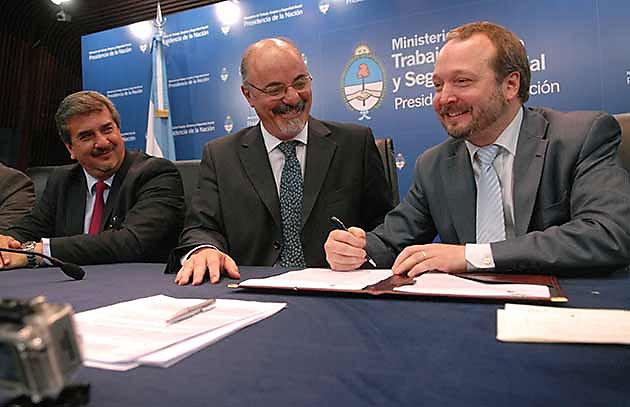 El ministro de Trabajo, Carlos Tomada, y el secretario de Medios de Comunicación Pública, Alfredo Scoccimarro - Foto: Web