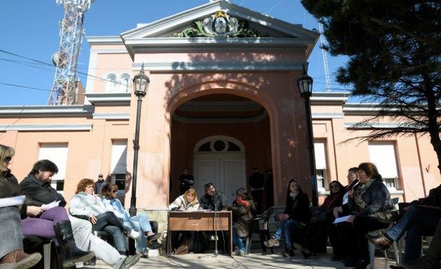 Los docentes de Adosac llevaron su congreso a los jardines de casa de gobierno – Foto archivo: OPI Santa Cruz/Francisco Muñoz