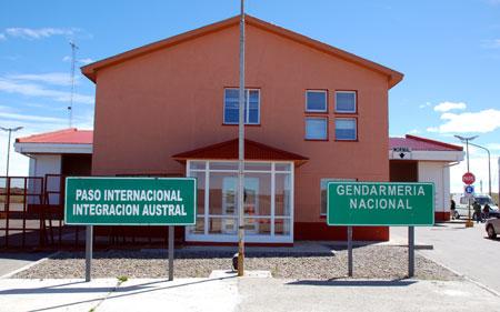 Paso Internacional Monte Aymond. Por allí pasan semanalmente miles de turistas que compran en zona franca de Punta Arenas. Foto:OPI