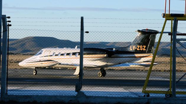 Le Lear Jet de la empresa Top Air S.A en el aeropuerto de Río Gallegos - Foto: OPI Santa Cruz/Francisco Muñoz
