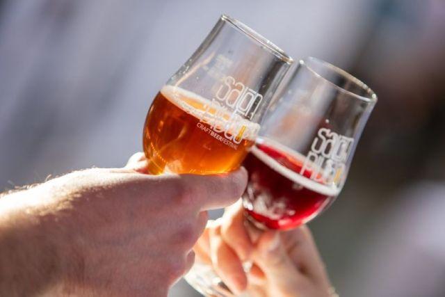 Salón piva, pivo, poháre