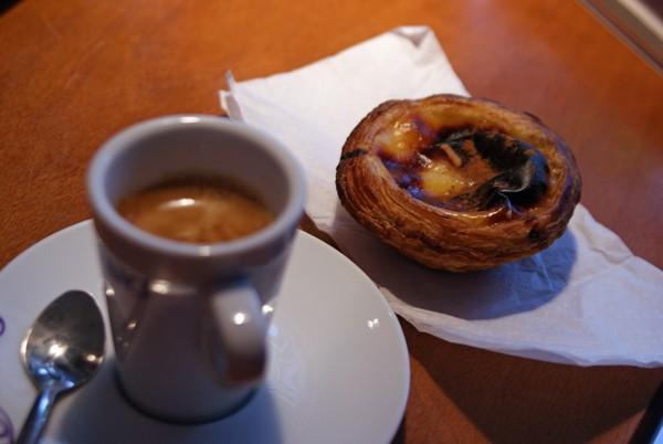 Café und Pasteis