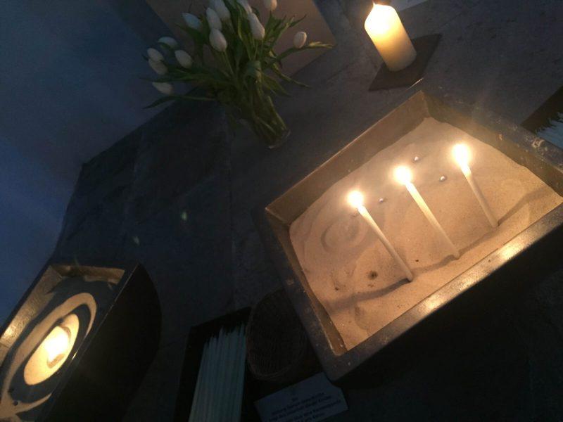 Kerzen im Sand