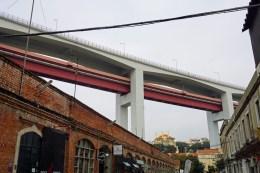 Unter der Autobahnbrücke
