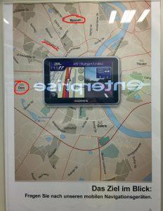 Verschobener Dom auf einer angedeuteten Köln-Karte