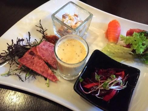 Texel-Tapas: Rote Beete, Kartoffelsalat und Fleischpastete