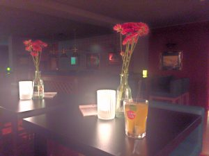Caipirinha oder so in der Bar