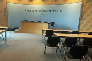 Im Pressekonferenzsaal