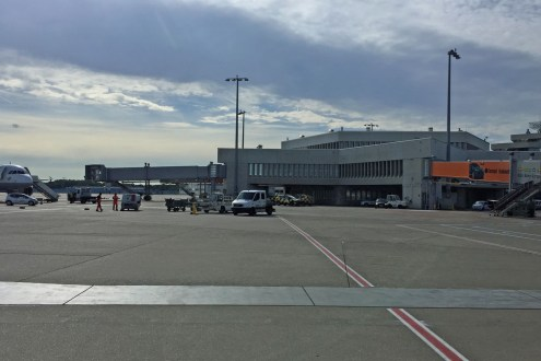 Flughafen aus dem Bus gesehen
