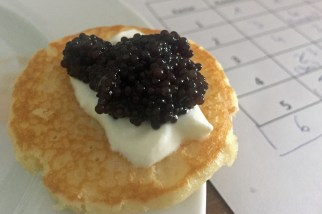 Kaviar auf Blini