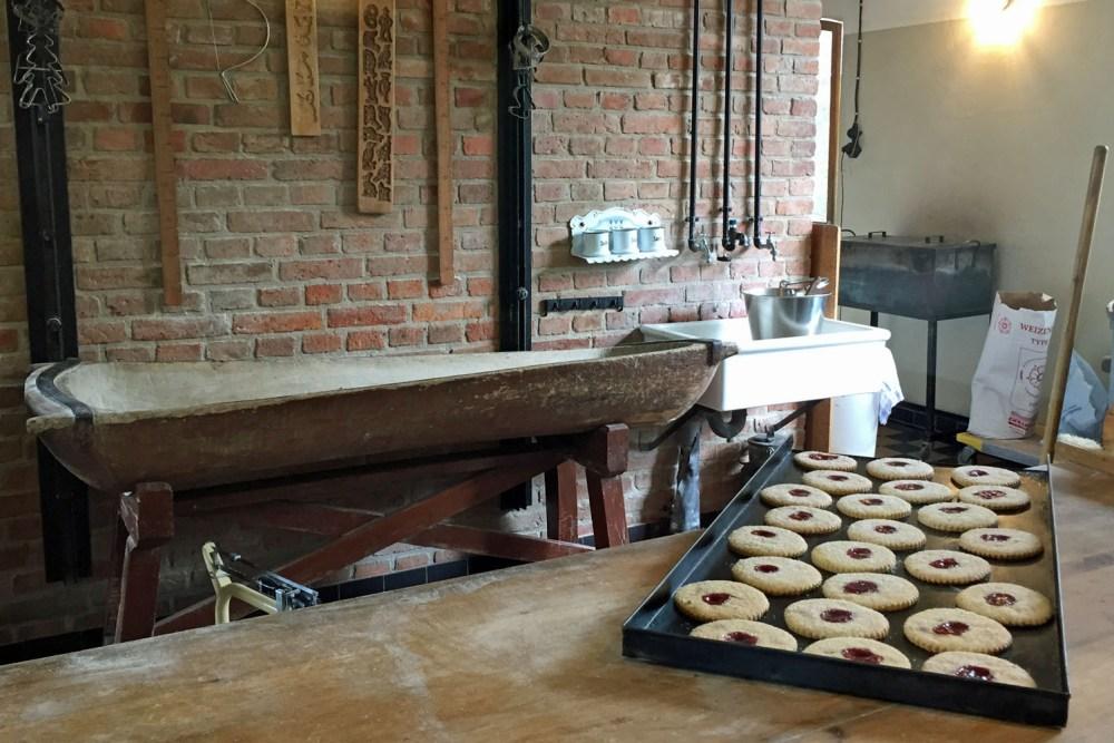 In der Bäckerei: das Dinkelbrot ist super!