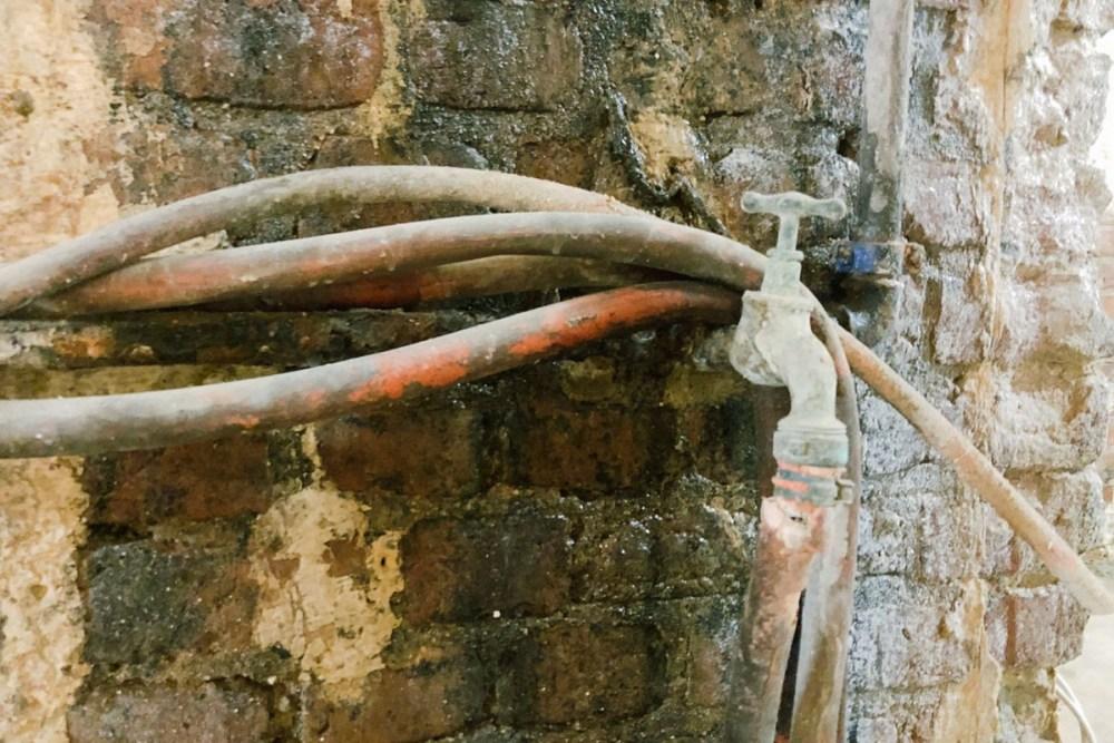 Schlauch und Wasseranschluss - ziemlich alt!