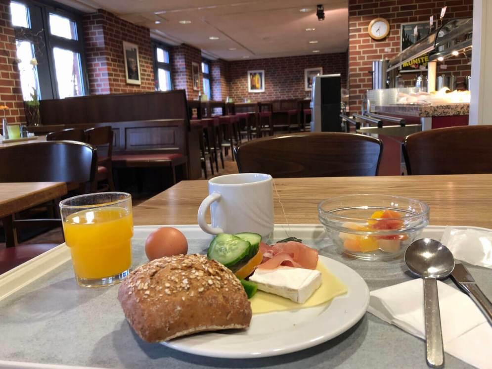 Frühstück in der Jugendherberge in Münster