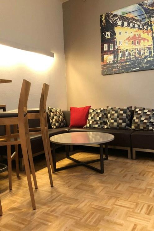 Im Café der Drogenhilfe Köln