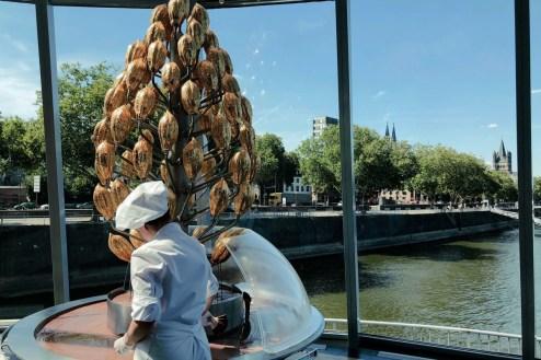 Der Schokoladenbrunnen - mit Domblick
