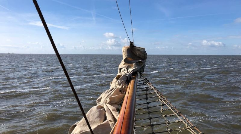 Plattbodenschiff auf der Nordsee
